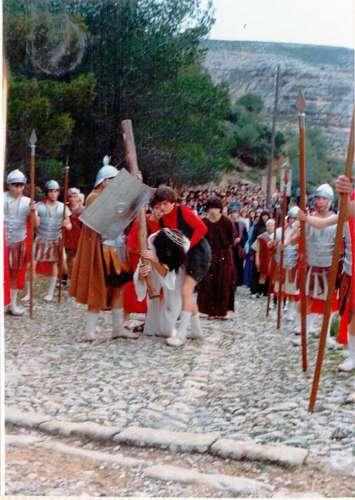 19812102-segunda-caida-drama-de-la-cruz-monte-calvario-alcorisa-02