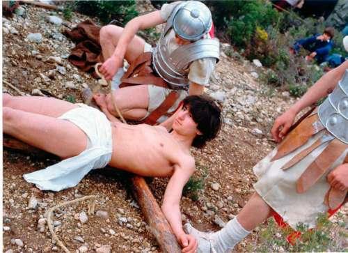 19812504-crucifixion-drama-de-la-cruz-monte-calvario-alcorisa-04