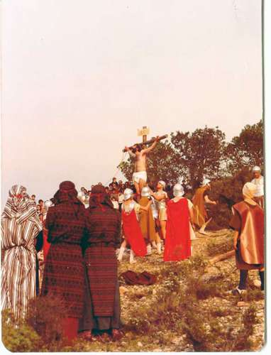 19822502-crucifixion-drama-de-la-cruz-monte-calvario-alcorisa-02
