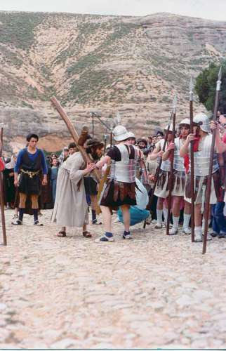 19871602-encuentro-maria-drama-de-la-cruz-monte-calvario-alcorisa-02