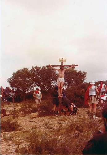 19872501-crucifixion-drama-de-la-cruz-monte-calvario-alcorisa-01