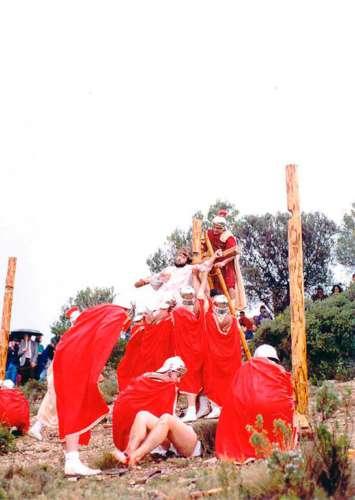 19932502-crucifixion-drama-de-la-cruz-monte-calvario-alcorisa-02