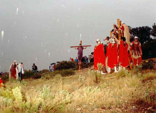 19932504-crucifixion-drama-de-la-cruz-monte-calvario-alcorisa-04