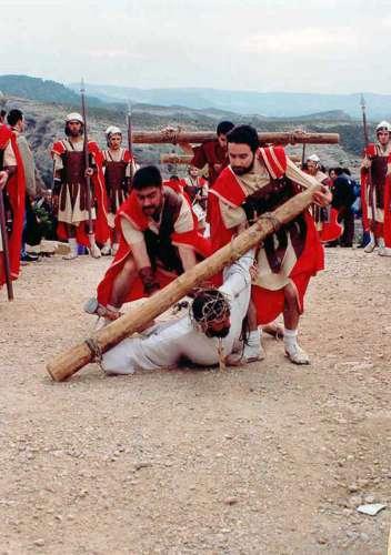 19962301-tercera-caida-drama-de-la-cruz-monte-calvario-alcorisa-01