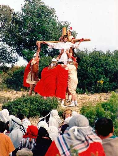 19982504-crucifixion-drama-de-la-cruz-monte-calvario-alcorisa-04