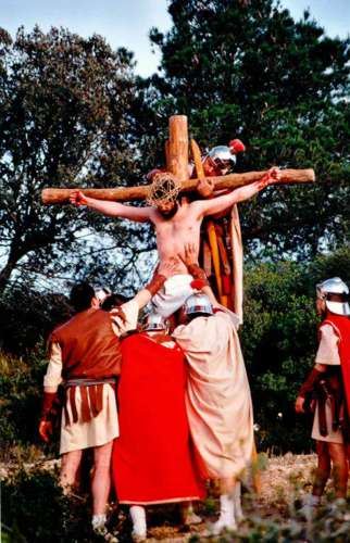 20012501-crucifixion-drama-de-la-cruz-monte-calvario-alcorisa-01