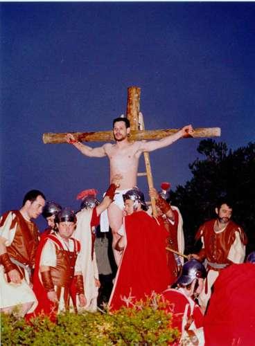 2002 Crucifixión y Levantamiento