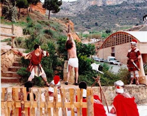 20060901-flagelacion-drama-de-la-cruz-monte-calvario-alcorisa-01