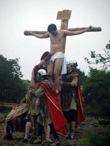 20112503-crucifixion-drama-de-la-cruz-monte-calvario-alcorisa-03