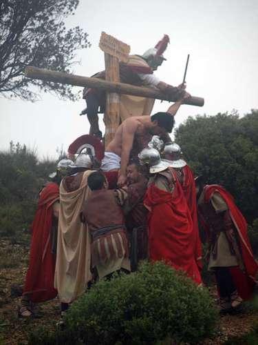 20112801-descenso-ladrones-drama-de-la-cruz-monte-calvario-alcorisa-01