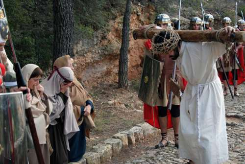 20122003-mujeres-jerusalen-drama-de-la-cruz-monte-calvario-alcorisa-03