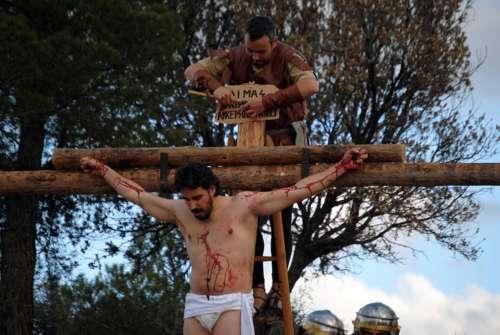 20122506-crucifixion-drama-de-la-cruz-monte-calvario-alcorisa-06