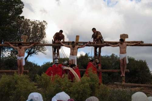 20122512-crucifixion-drama-de-la-cruz-monte-calvario-alcorisa-12