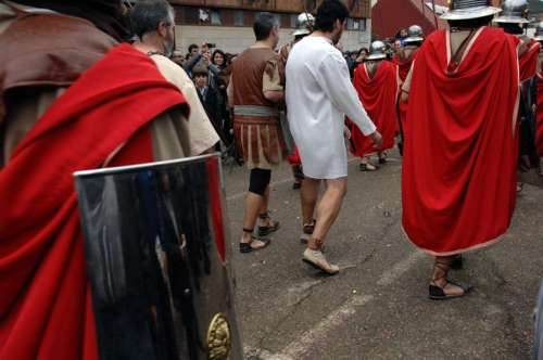 20130403-entrada-romanos-pilato-drama-de-la-cruz-monte-calvario-alcorisa-03