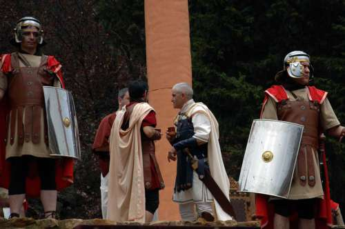 20130406-entrada-romanos-pilato-drama-de-la-cruz-monte-calvario-alcorisa-06