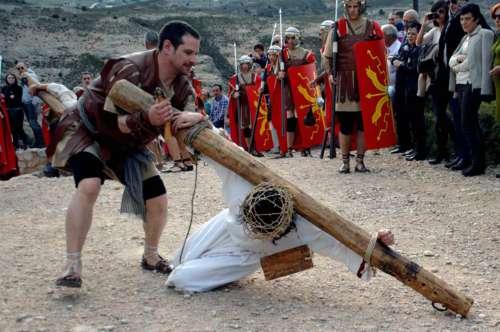 20152303-tercera-caida-drama-de-la-cruz-monte-calvario-alcorisa-03
